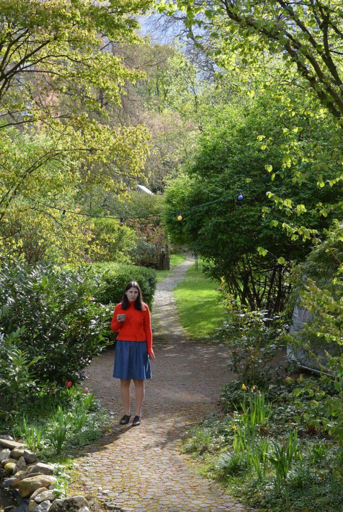 roetsch-Sonntagmorgen-im-Garten