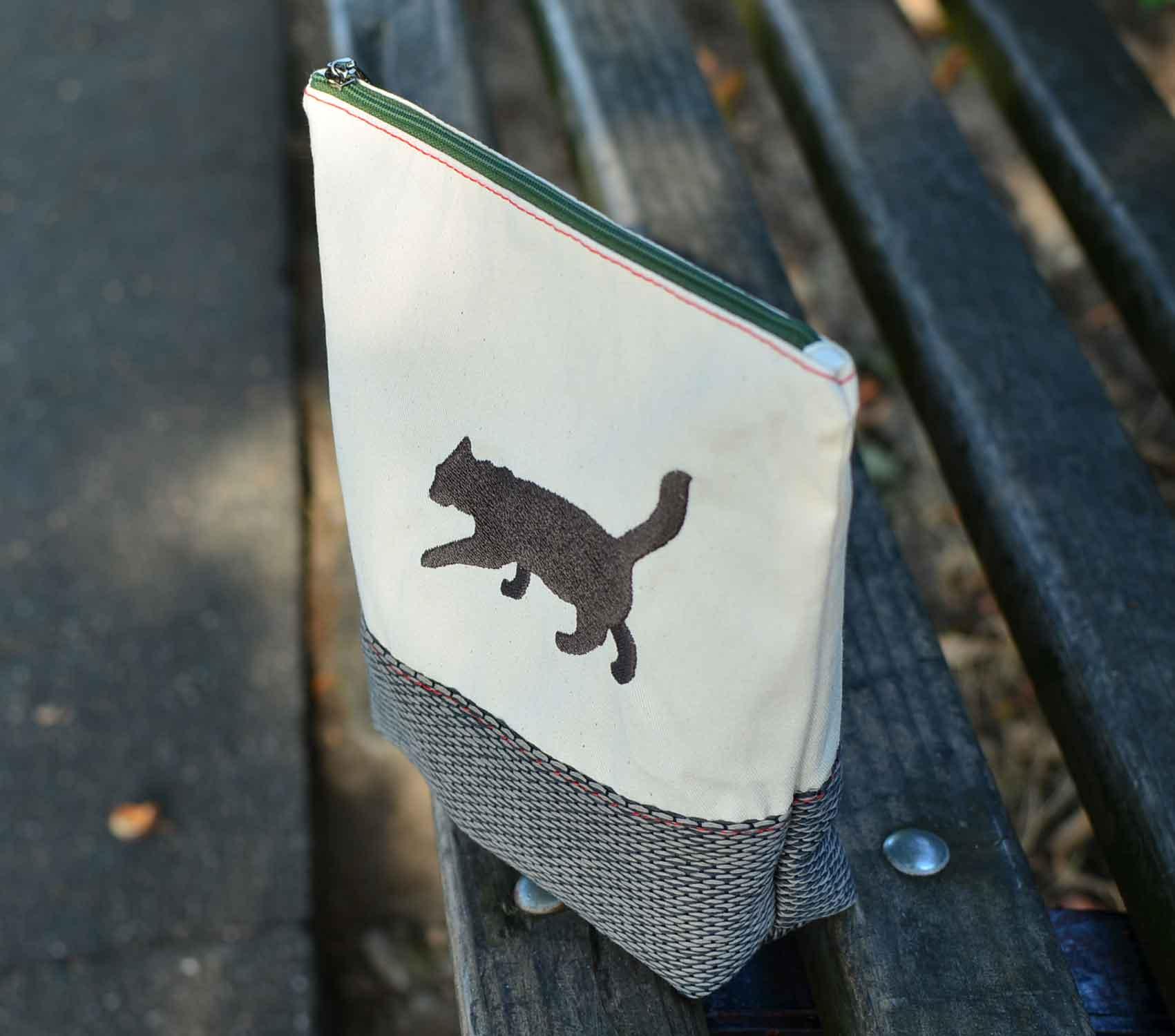 op j ck t schchen aus leinwand und polsterstoff mit schatten katzen stickerei. Black Bedroom Furniture Sets. Home Design Ideas