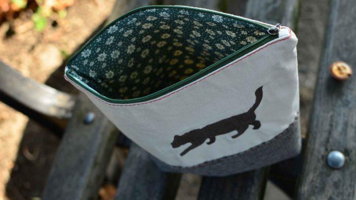 roetsch-taeschchen-aus-leinwand-und-polsterstoff-mit-schatten-katzen-stickerei-geoeffnet