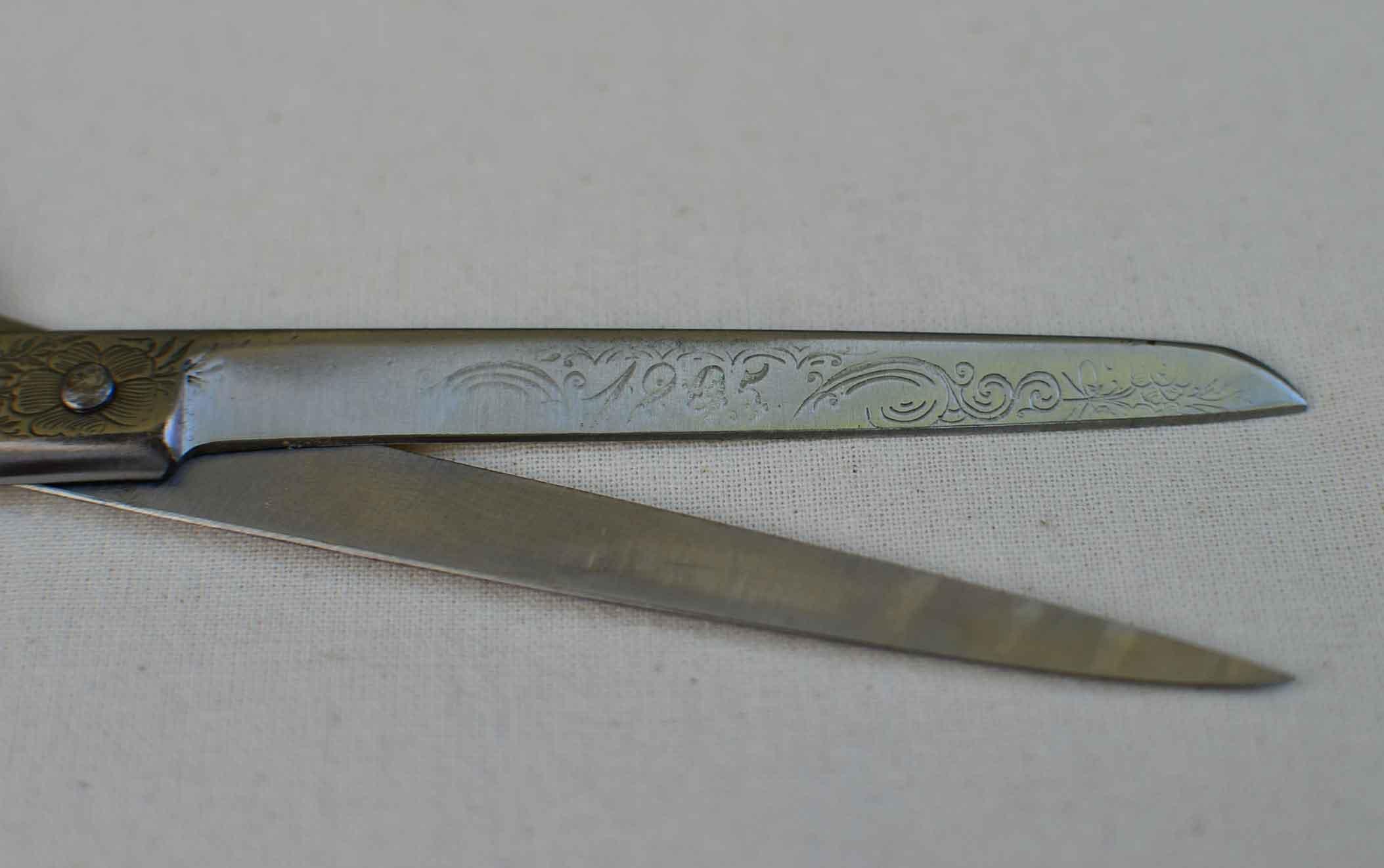 roetsch-gravur-1905-auf-schere